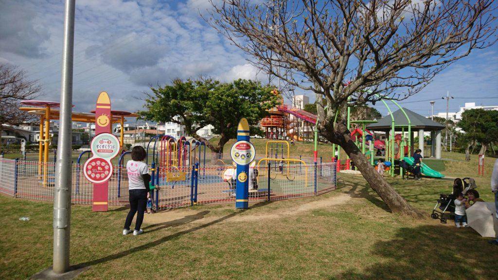 沖縄市山内公園の遊具