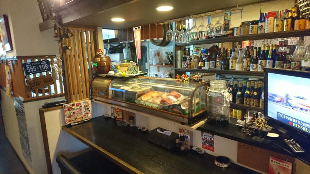 沖縄市中央居酒屋羅針盤のカウンター