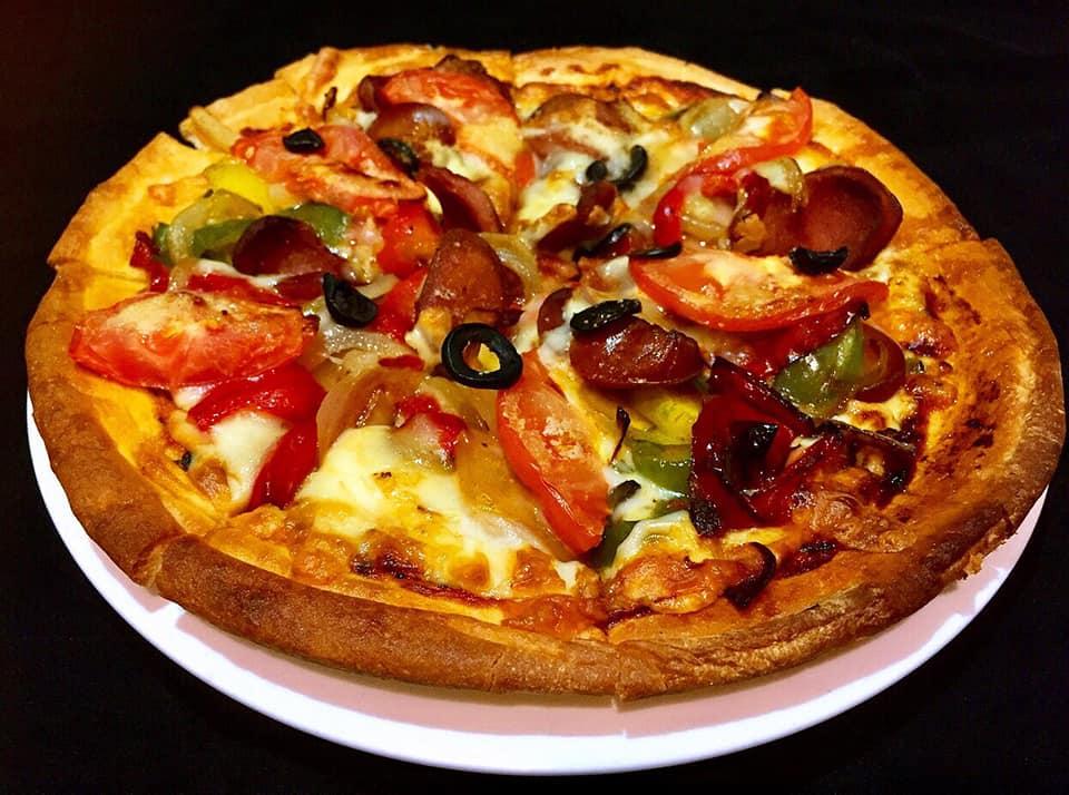 沖縄市中央居酒屋羅針盤のピザ