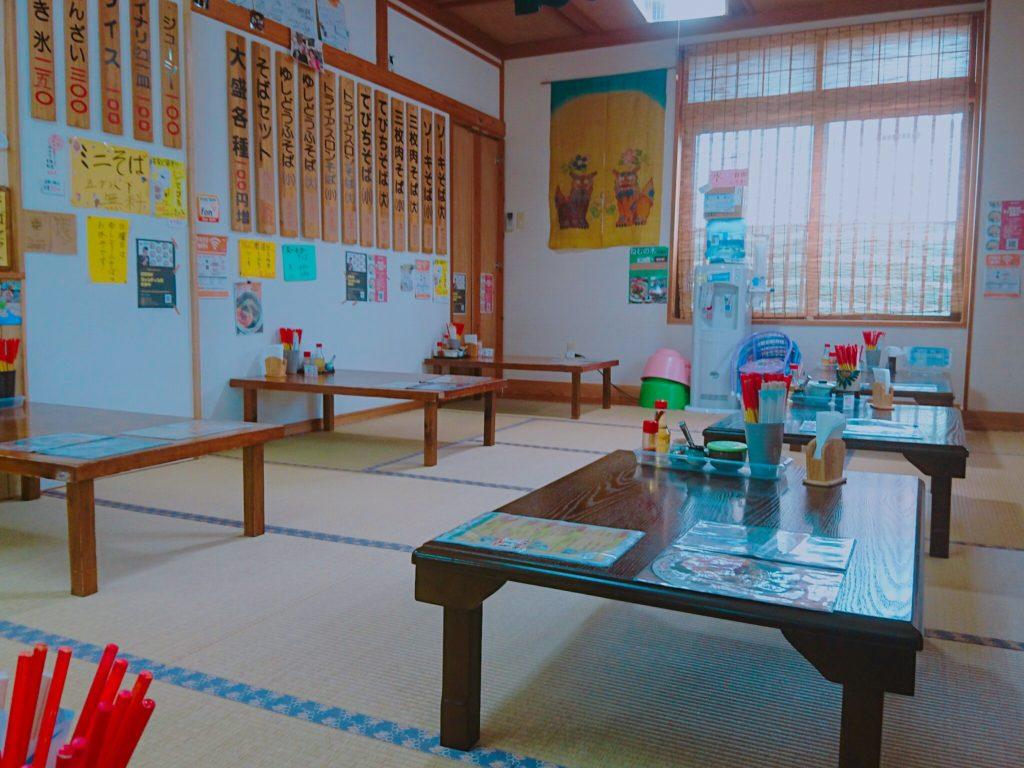 沖縄市泡瀬米八そばの座敷