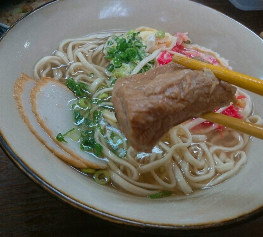 沖縄市泡瀬米八そばのソーキ