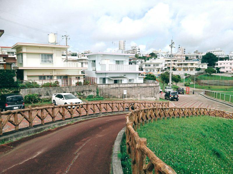 沖縄市園田の諸見里公園の駐車場