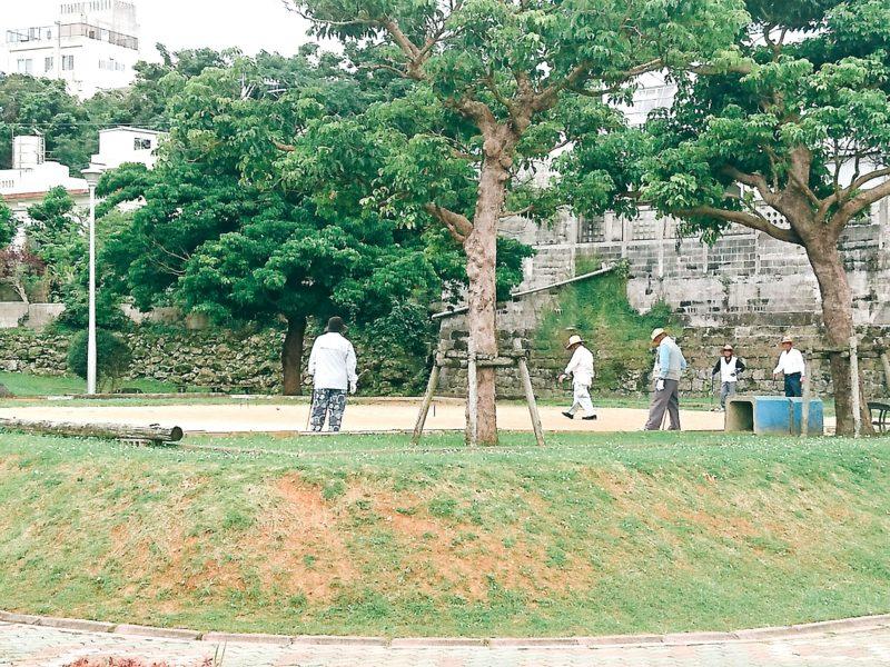 沖縄市園田の諸見里公園のゲートボール場