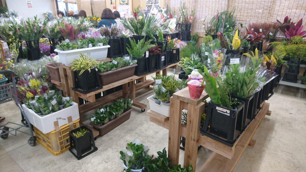 沖縄市登川JAちゃんぷるー市場の生花コーナー