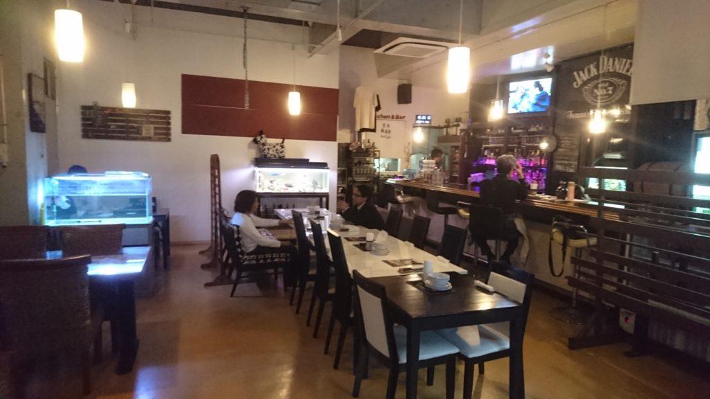 沖縄市胡屋肉バル絆の店内