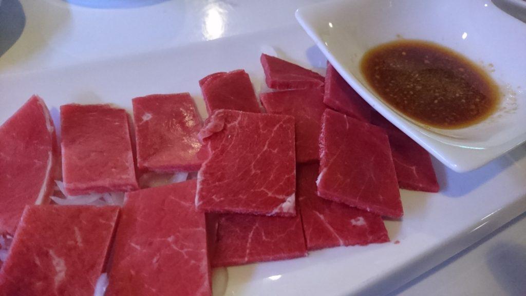 沖縄市胡屋肉バル絆の牛刺し