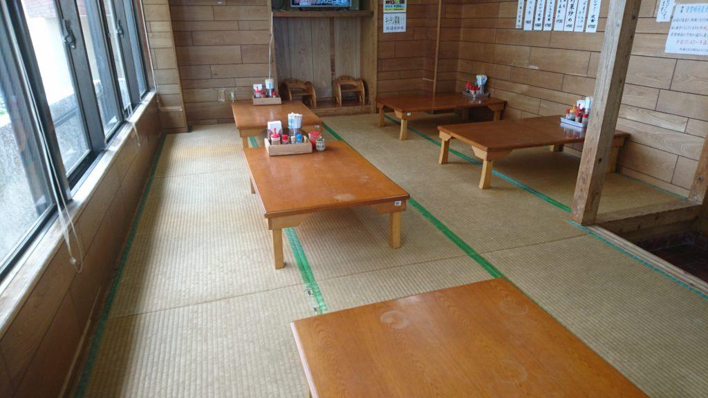 沖縄市味ごのみの店内