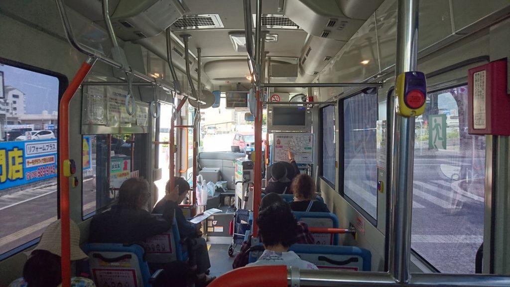 沖縄市循環バスの車内