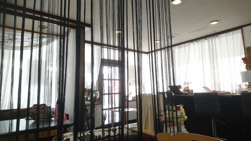 沖縄市胡屋カフェLoungeぐれいすの店内