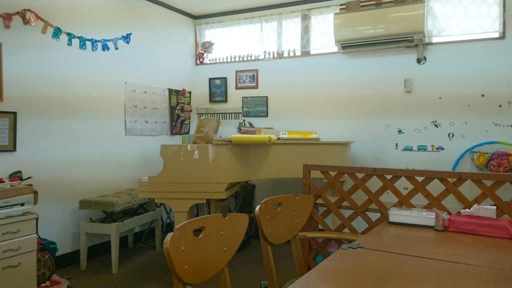 沖縄市カフェLoungeぐれいすピアノ教室