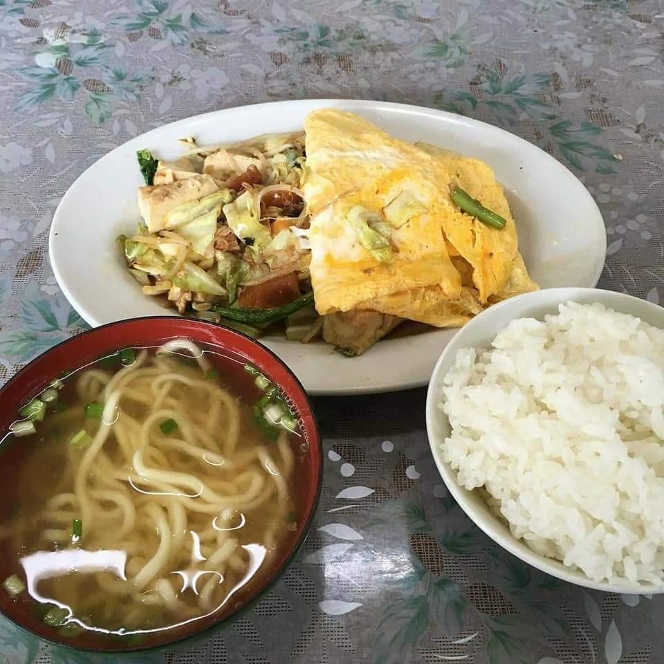 沖縄市平和食堂のおかず
