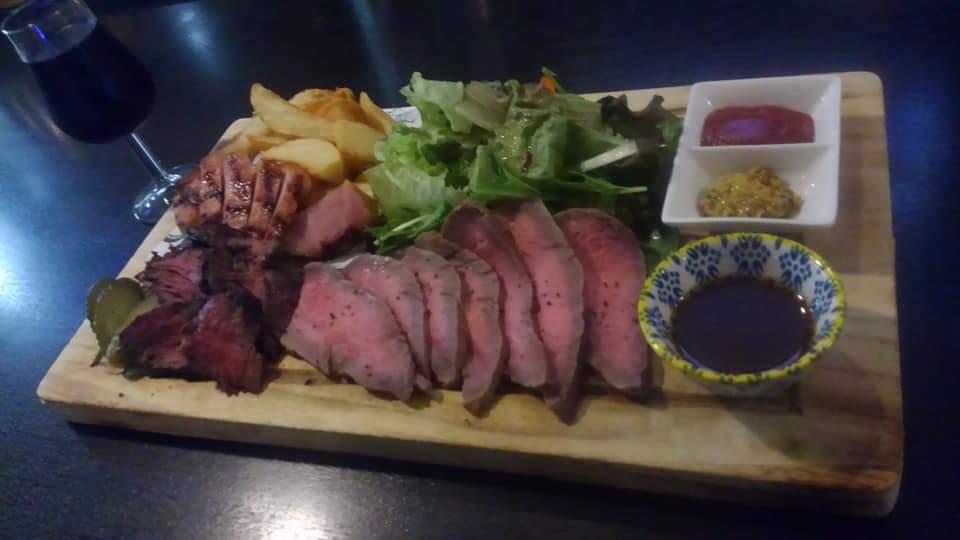 沖縄市胡屋肉バル絆のローストビーフ