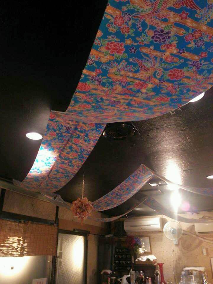 沖縄市胡屋うちなー料理風車(かじまやー)の店内