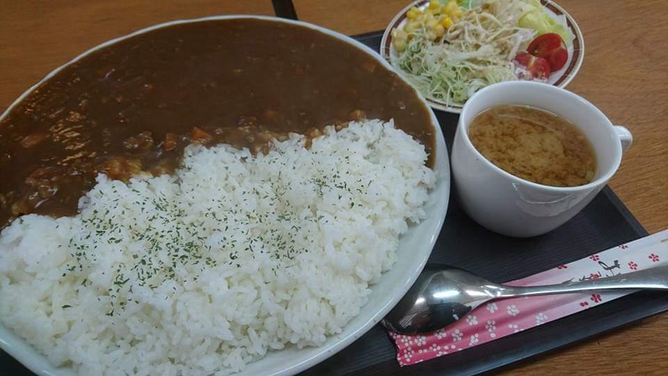 沖縄市胡屋カフェLoungeぐれいすのぐれいすカレー