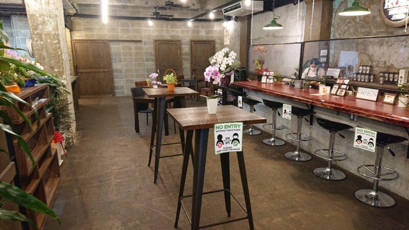 FMコザ沖縄市中央のカフェバー