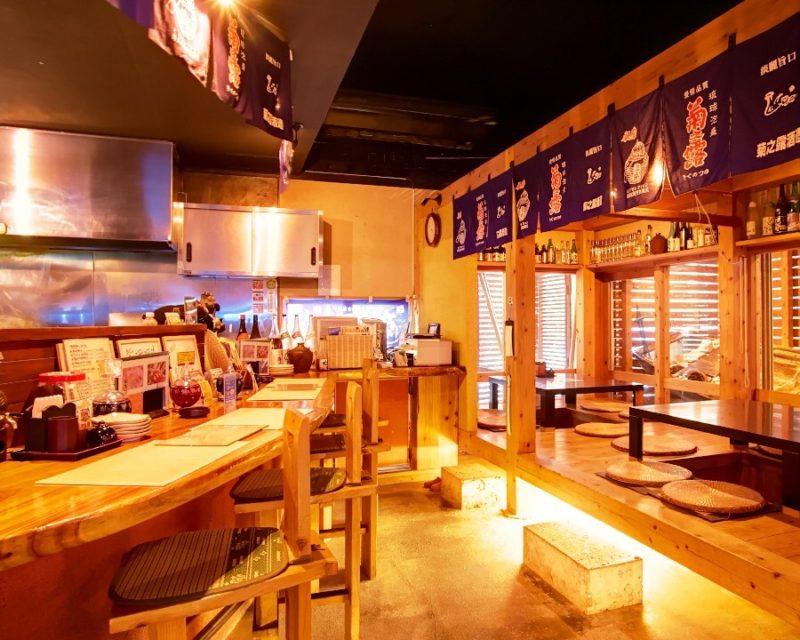 沖縄市諸国飲み食い処紫珊瑚の店内