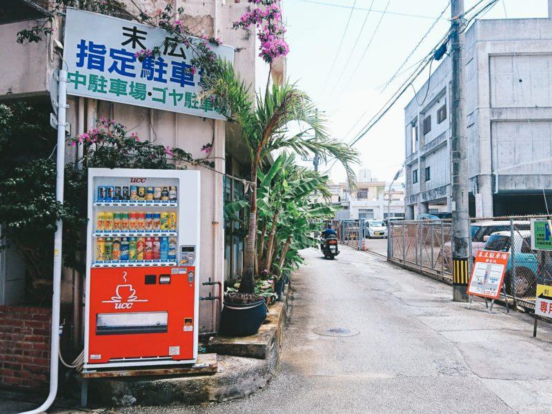 沖縄市胡屋割烹末広の駐車場