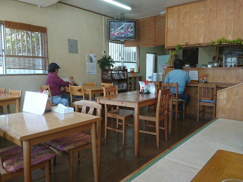 沖縄市たんぽぽ食堂の店内