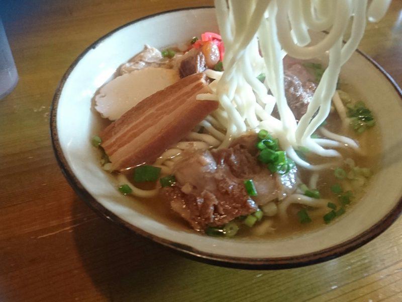 沖縄市安慶田根夢ごんの麺