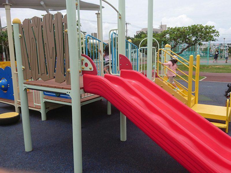 沖縄市海邦マンタ公園の遊具