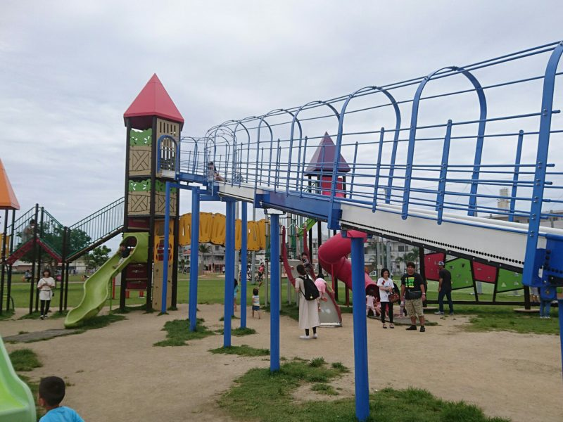 美東公園沖縄市高原の遊具大型滑り台