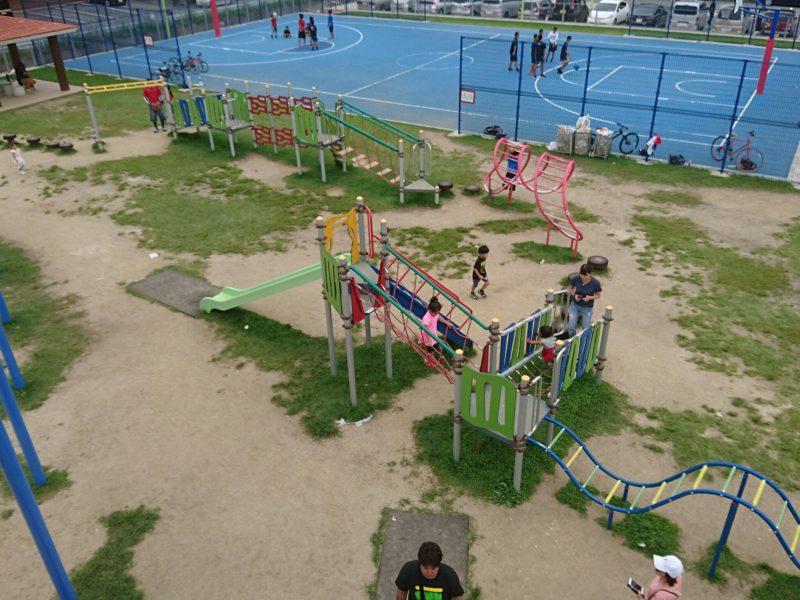美東公園沖縄市高原の遊具