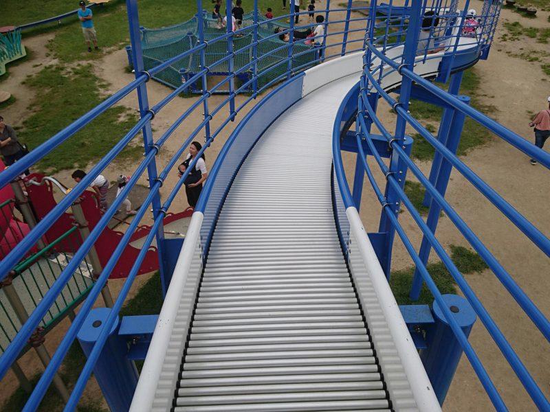 沖縄市高原の美東公園の大型滑り台