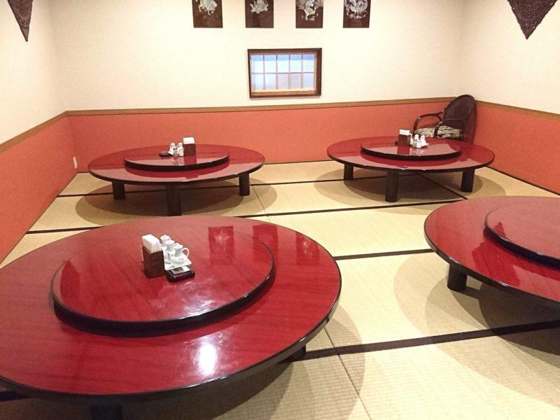 沖縄市中華料理義龍イーロンの店内