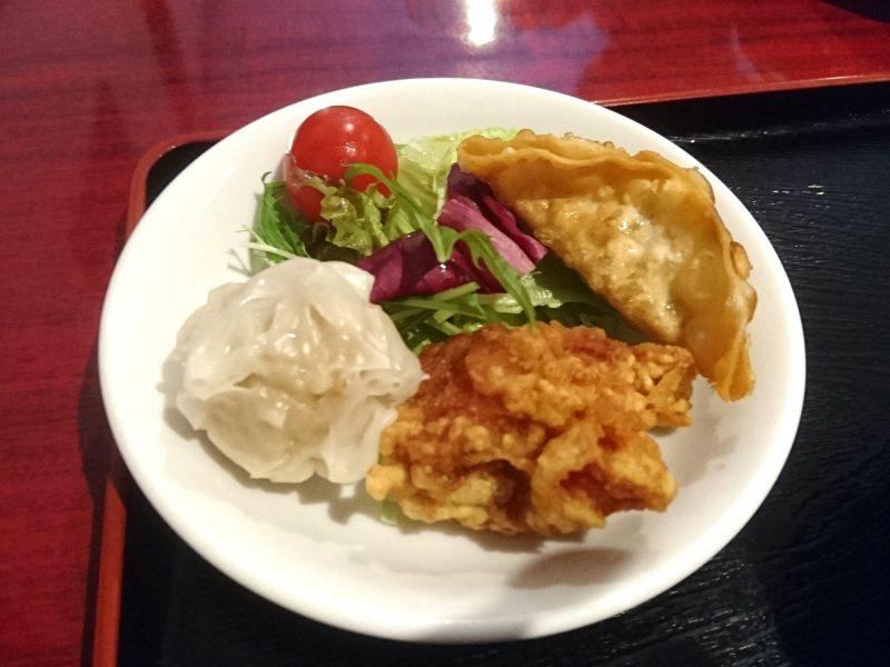 沖縄市中華料理義龍イーロンのからあげ、餃子など