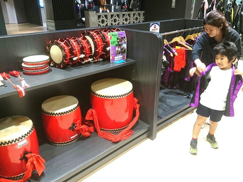 沖縄市上地コザミュージックタウン内エイサー会館の貸し衣装