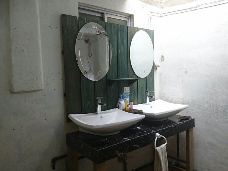 沖縄市ごーやー荘の洗面台
