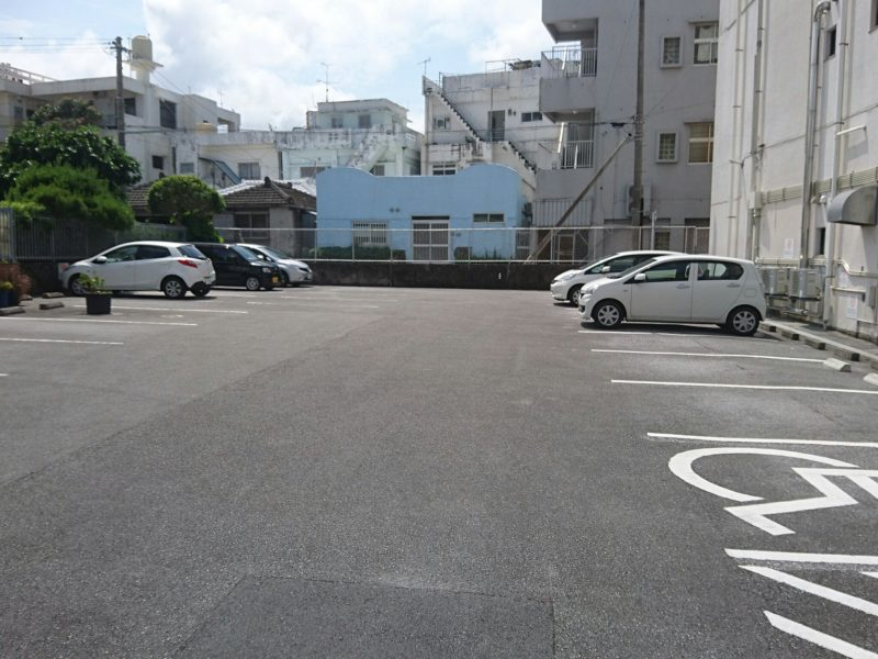 沖縄市ヒストリートの駐車場