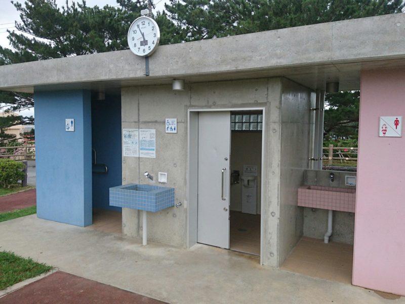 沖縄市諸見里コザ運動公園アスレチック広場のトイレ