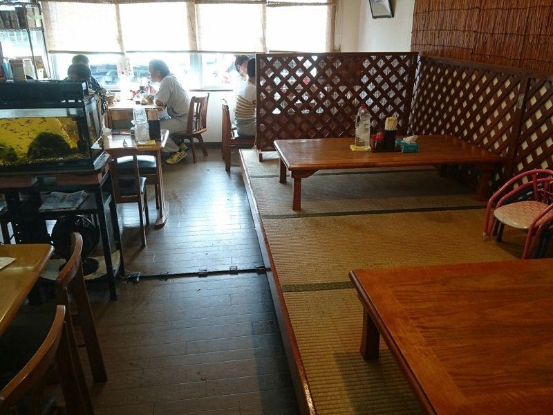 沖縄市宮里なーざと家の店内