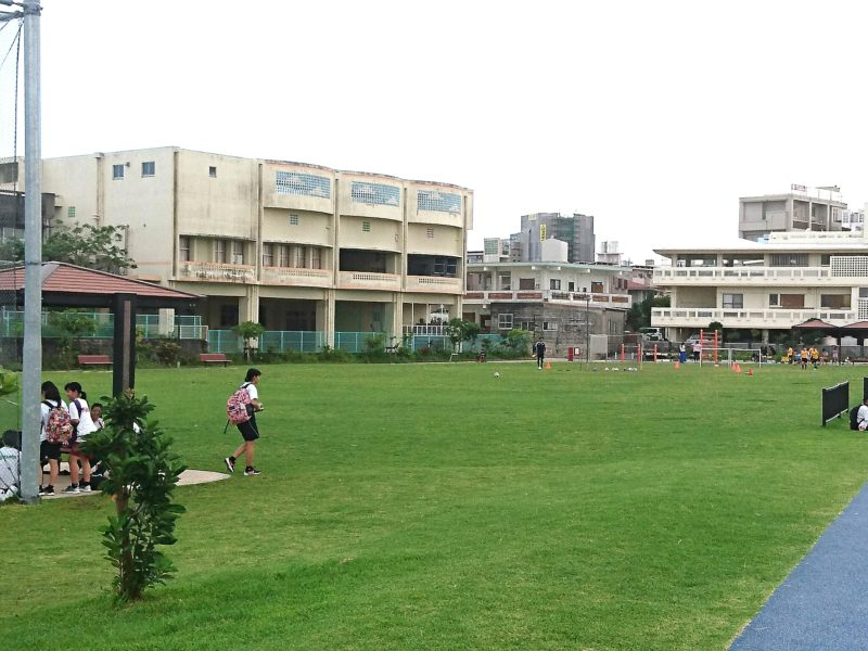 沖縄市若夏公園の広場