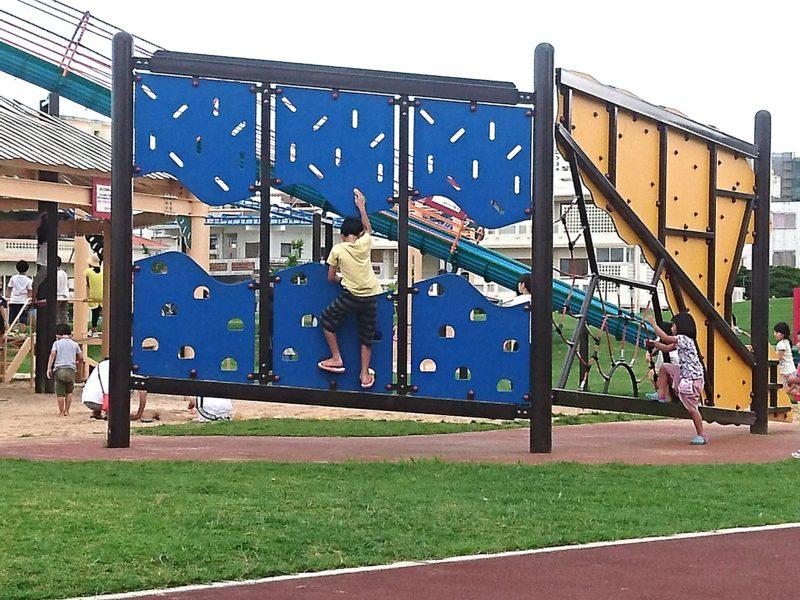 沖縄市若夏公園アスレチック遊具