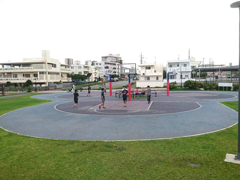沖縄市若夏公園のバスケットコート