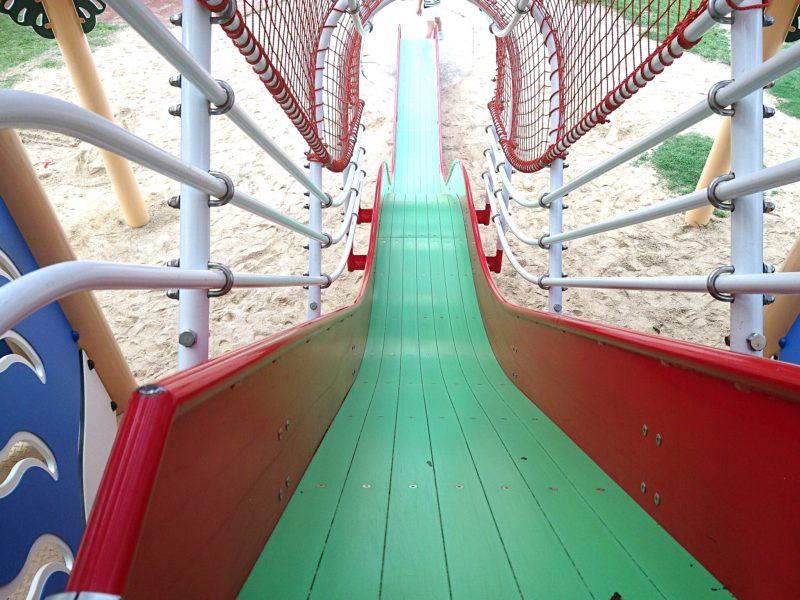 沖縄市若夏公園のすべり台