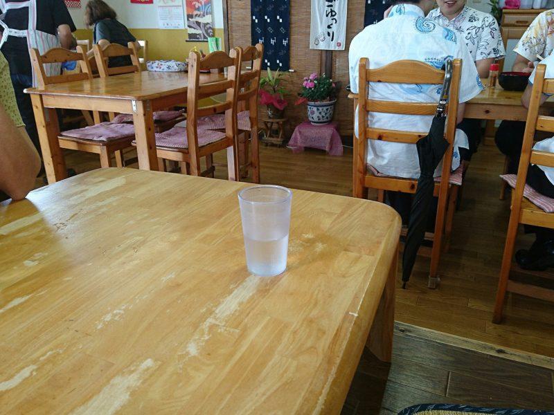 沖縄市東美里そばテーブル席