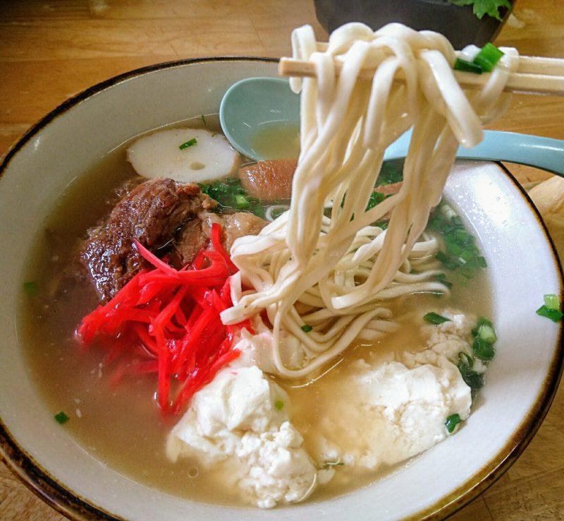 沖縄市東美里そばの麺