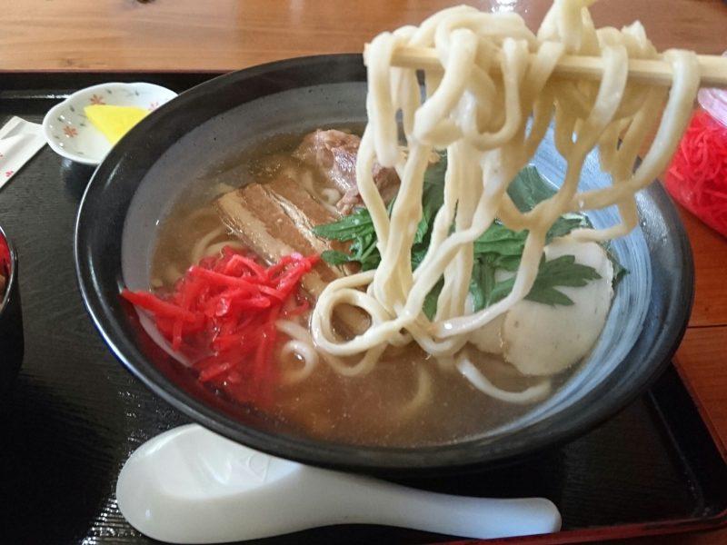 沖縄市高原又吉そばの麺