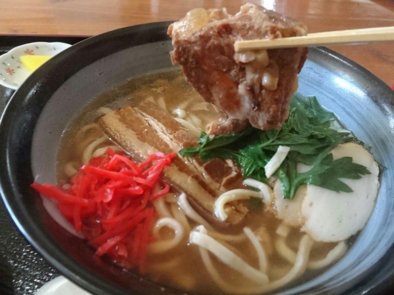 沖縄市高原の又吉そばのお肉