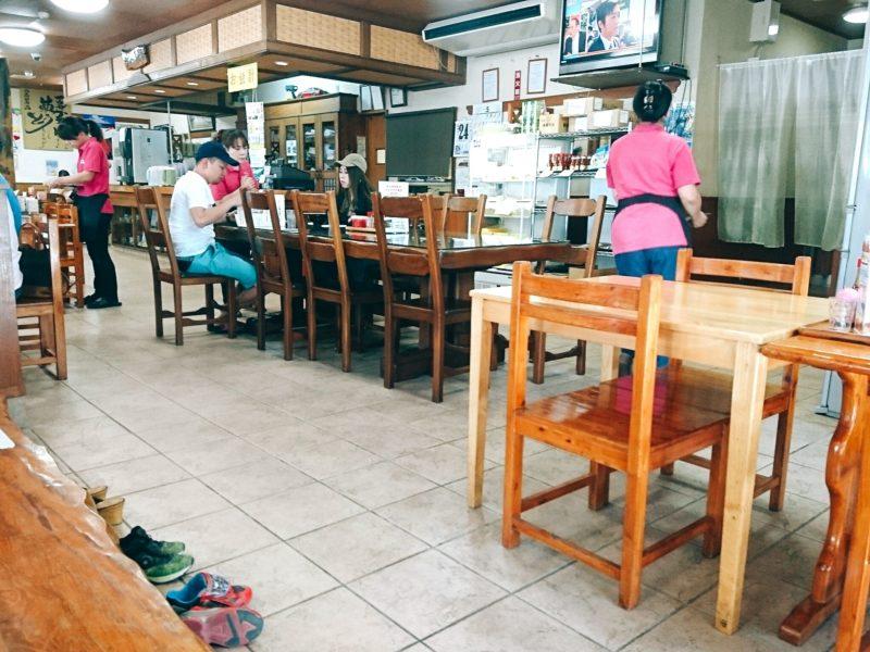 沖縄市高原泡瀬アワセそばの店内
