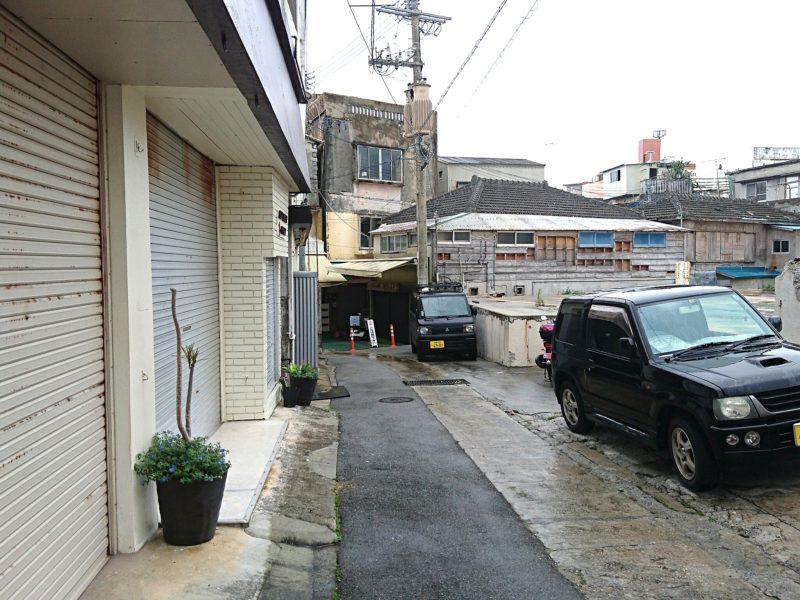 沖縄市照屋お食事処一茶の駐車場