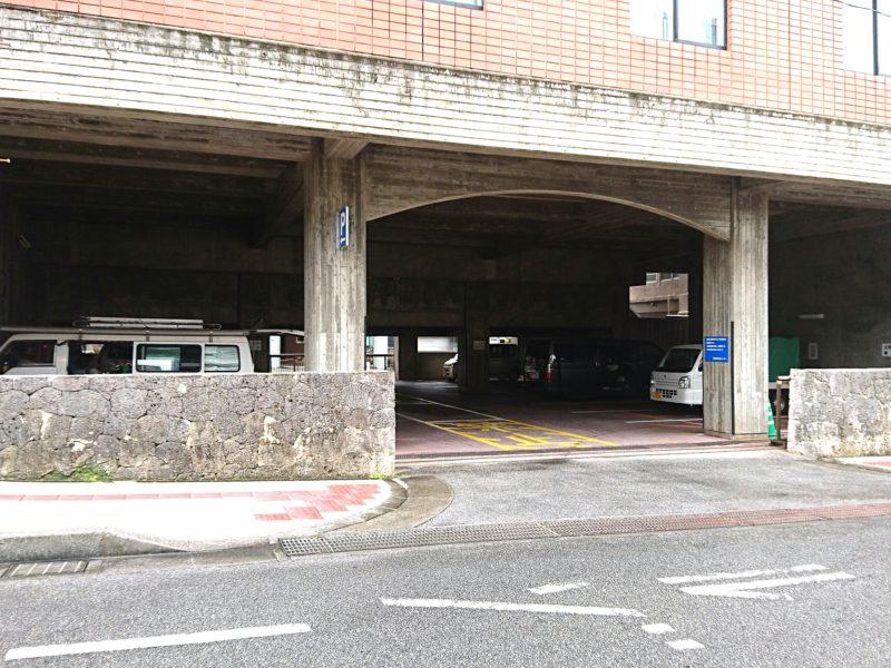沖縄市立郷土博物館の駐車場