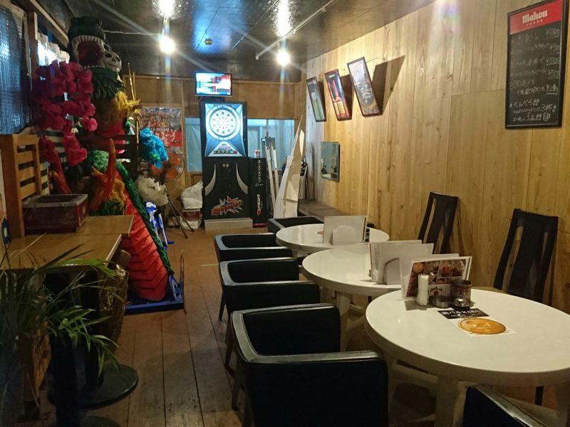 酒バルRAKU沖縄市中央の店内