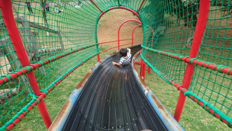 沖縄市八重島の八重島公園の大型滑り台