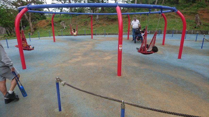 沖縄市八重島の八重島公園の遊具