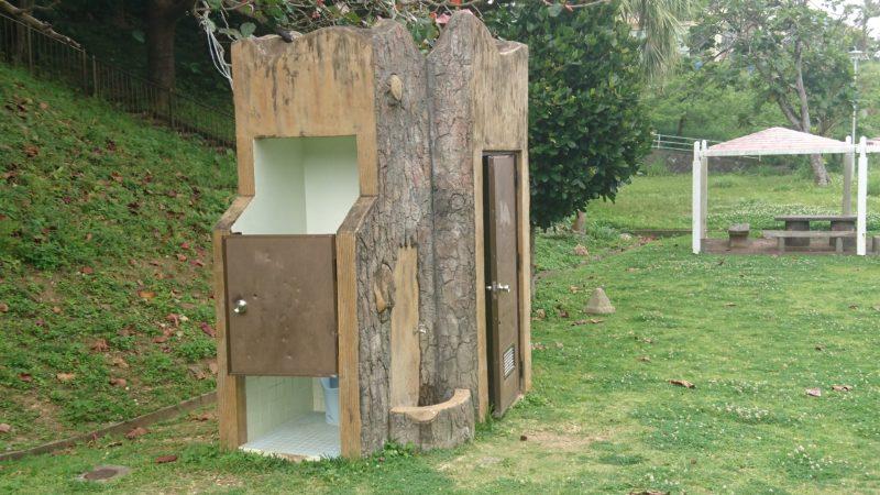 沖縄市八重島の八重島公園のトイレ