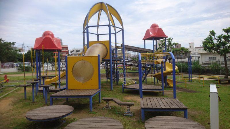 沖縄市室川公園の遊具